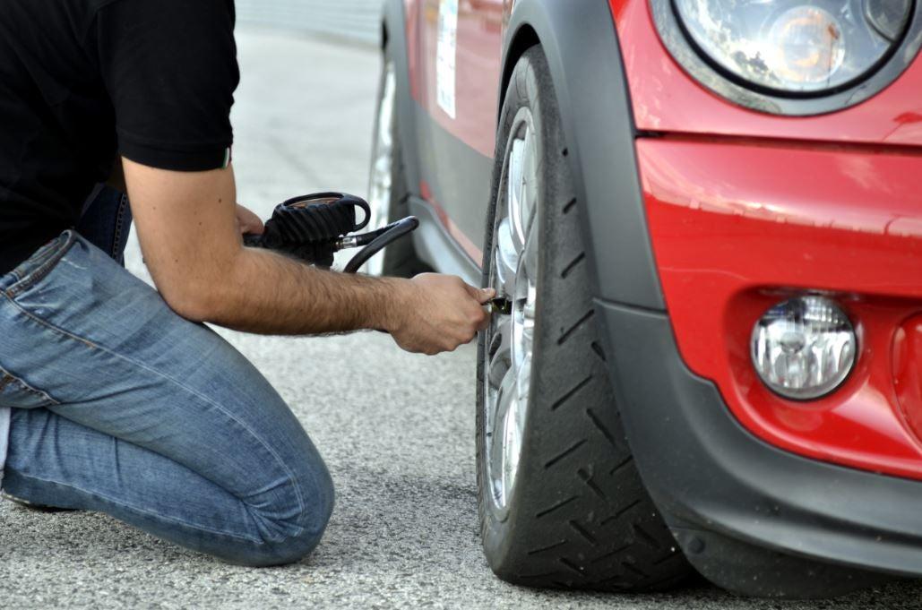 Presión de los neumáticos, rueda, coche, mantenimiento, consejos