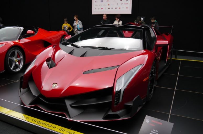 Los superdeportivos más caros del mercado, como el Lamborghini Veneno Roadster o el Bugatti Chiron.