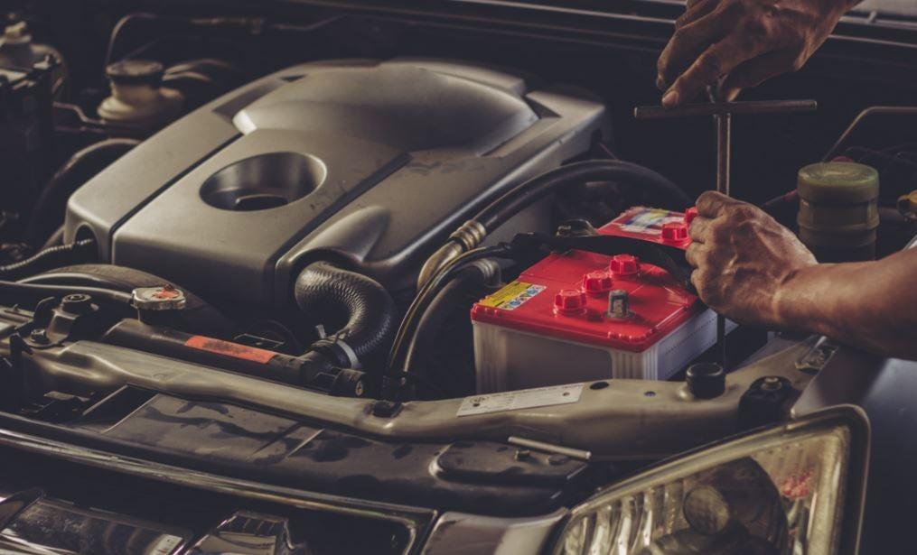¿Cómo alargar la vida útil de la batería de tu coche?