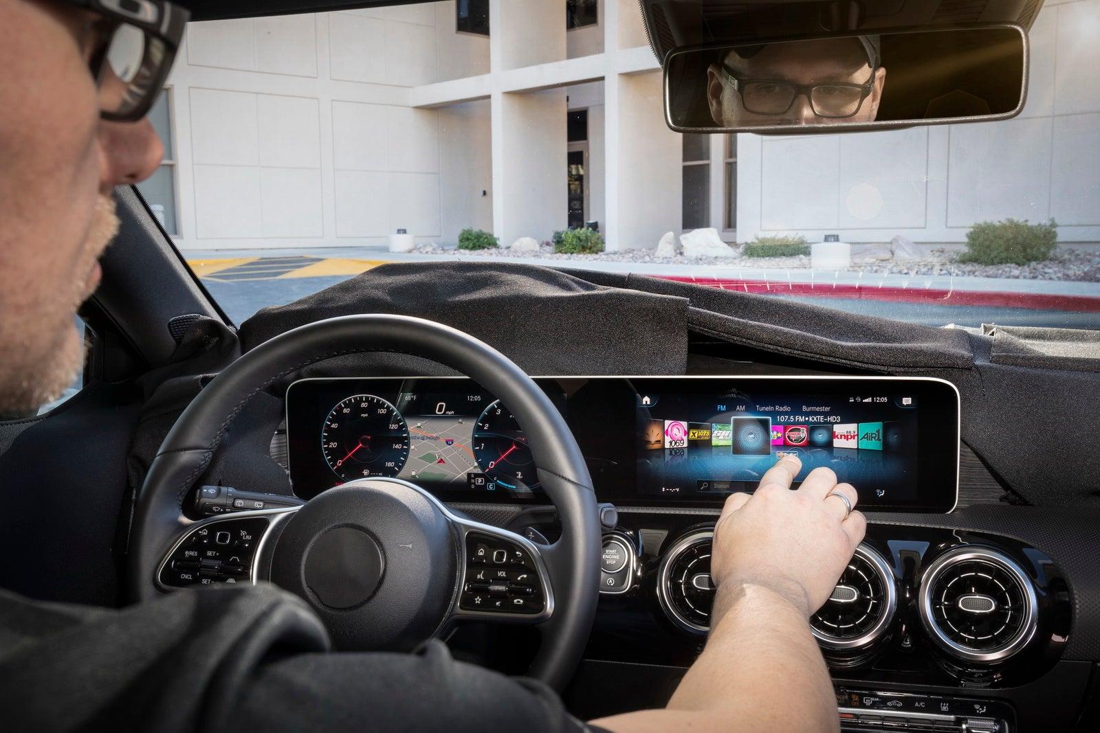 MBUX, el nuevo sistema multimedia con inteligencia artificial de Mercedes