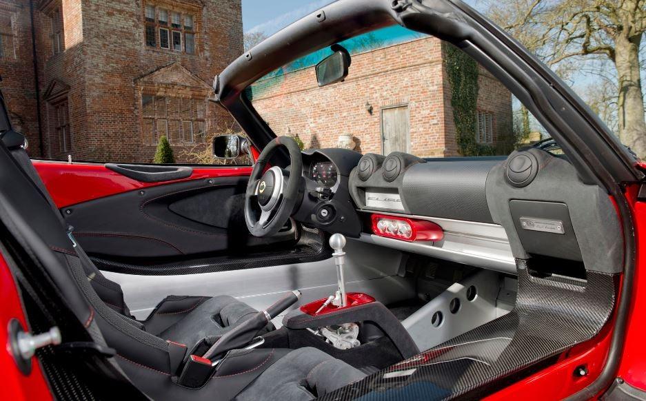 Interior del Lotus Elise Sport 220.