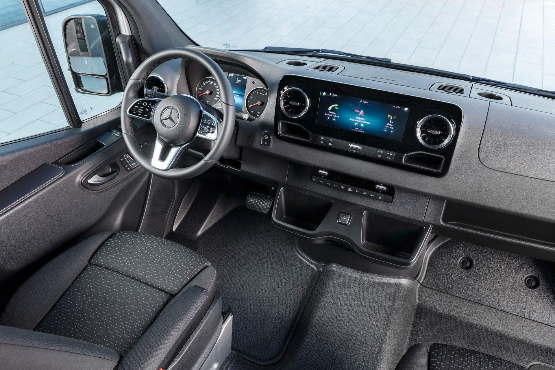 Vehículos industriales: interior del Mercedes Sprinter