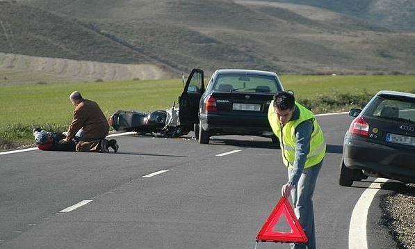 Señalizar accidente de tráfico.