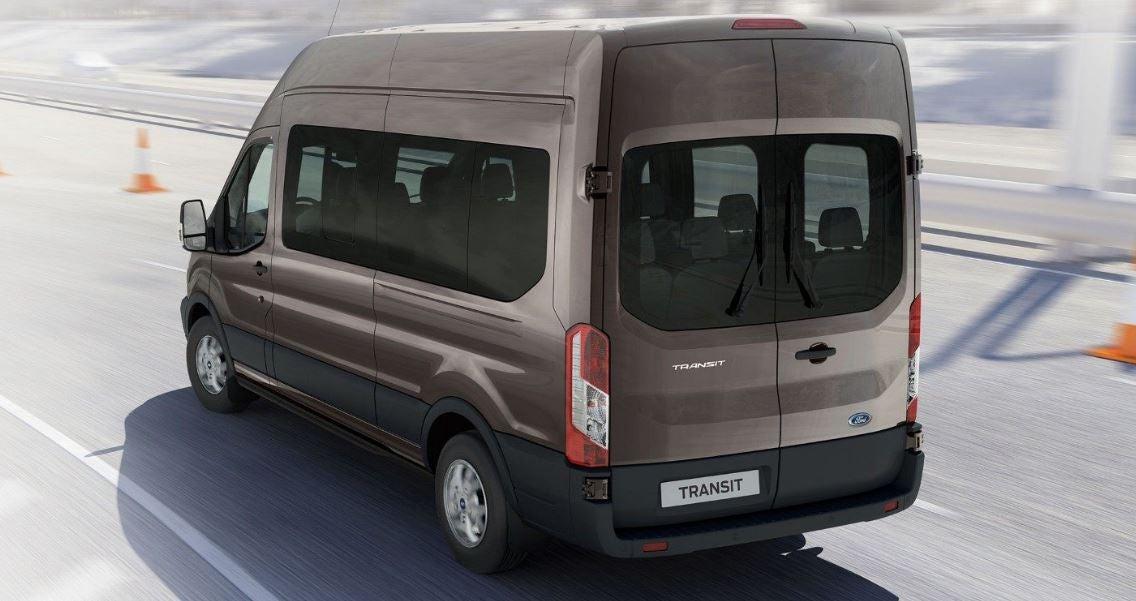 Diseño del Ford Transit Minibus.