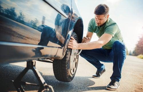 Es obligatorio llevar rueda de repuesto en el coche