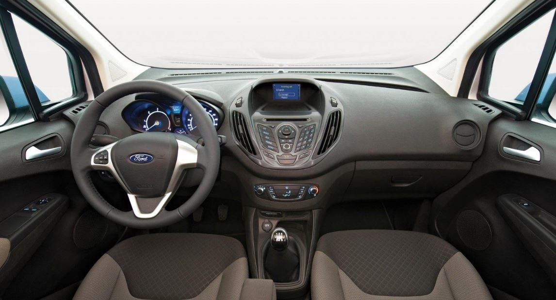 Interior del Ford Transit Courier.