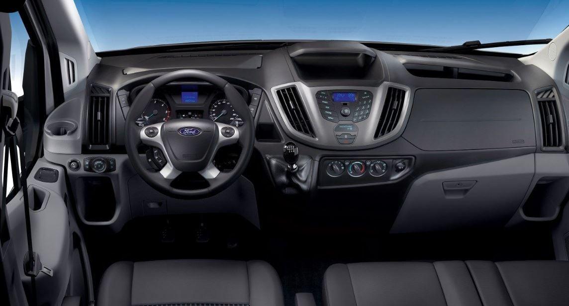 Interior del Ford Transit Minibus.