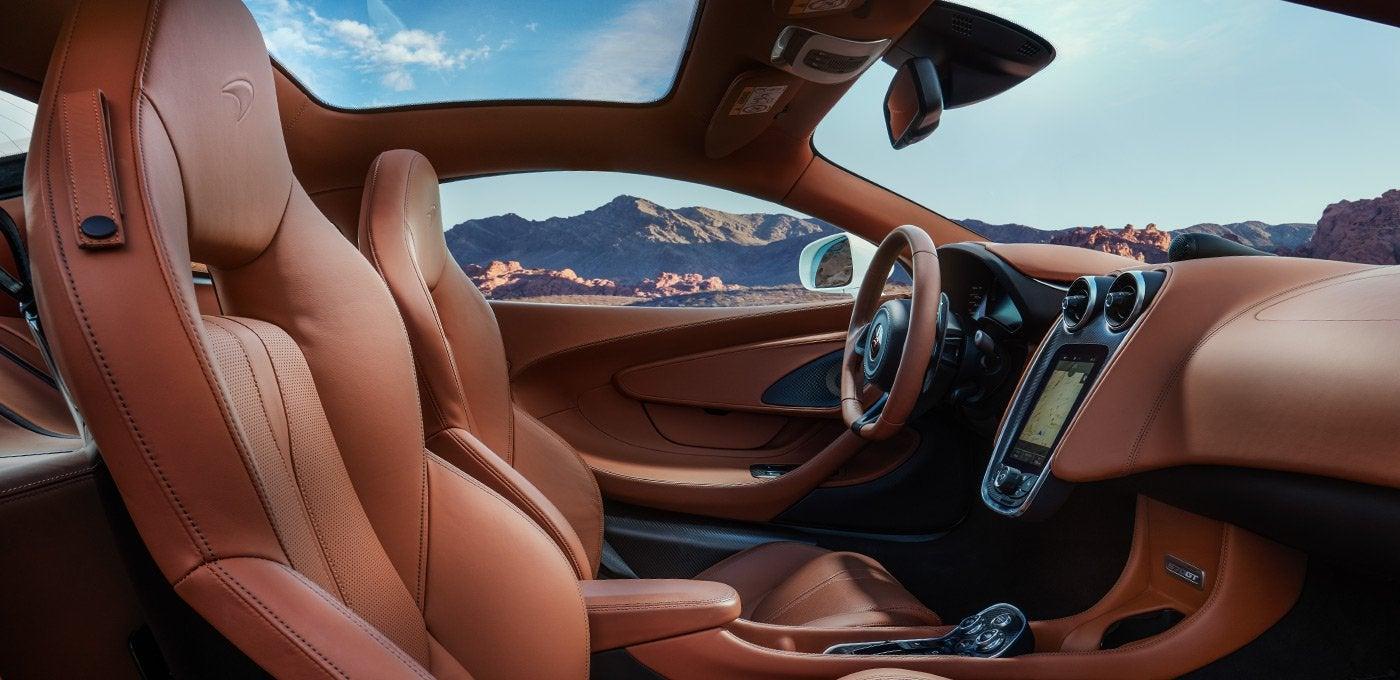 McLaren 570GT: interior