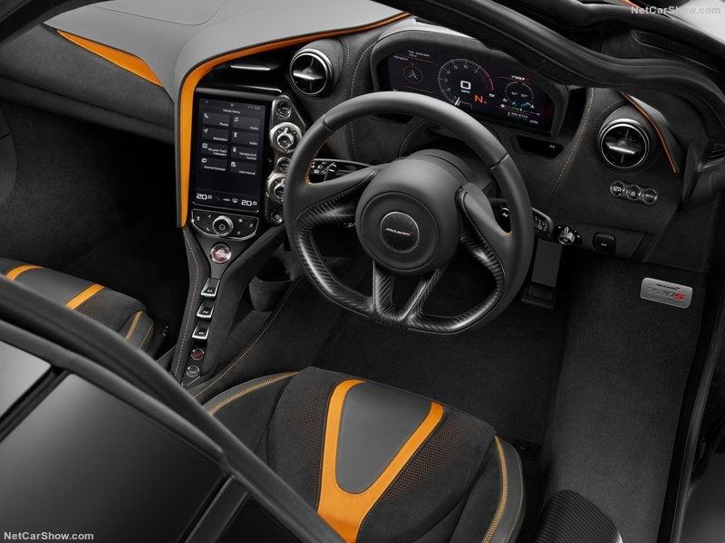 McLaren 720S: interior