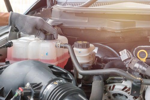 Qué hacer si el coche se queda sin agua