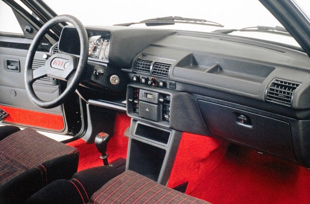 Peugeot 205 GTI: interior