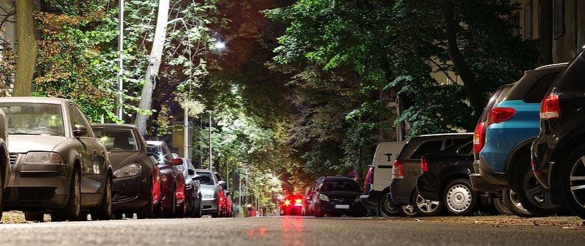 El problema de encontrar aparcamiento en las ciudades.