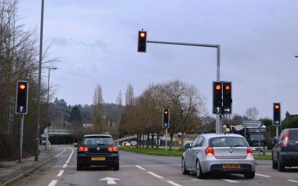Cómo recurrir multa de semáforo rojo