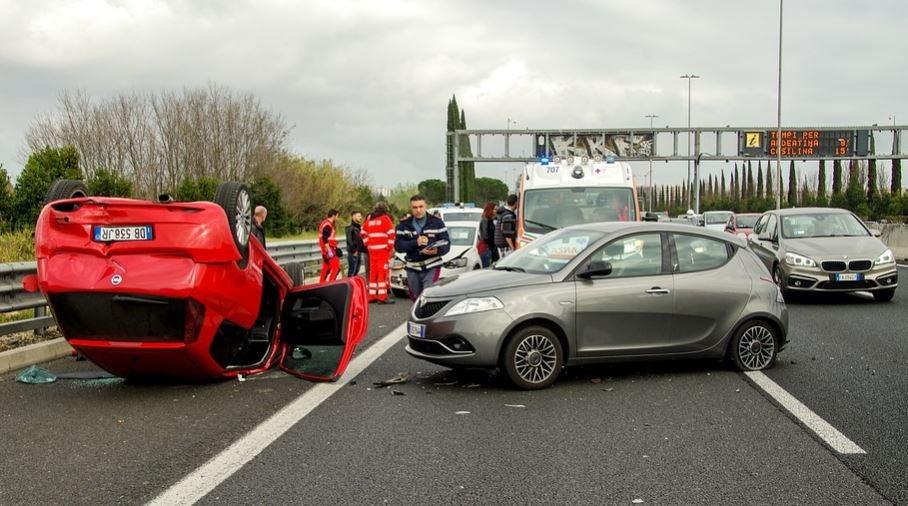 Cómo señalizar un accidente de tráfico.
