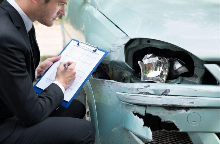 Las 'trampas' de los seguros de coches más frecuentes