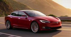 Tesla-Model-S-en-rojo