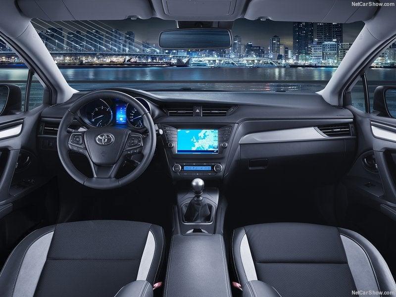 Toyota Avensis: interior