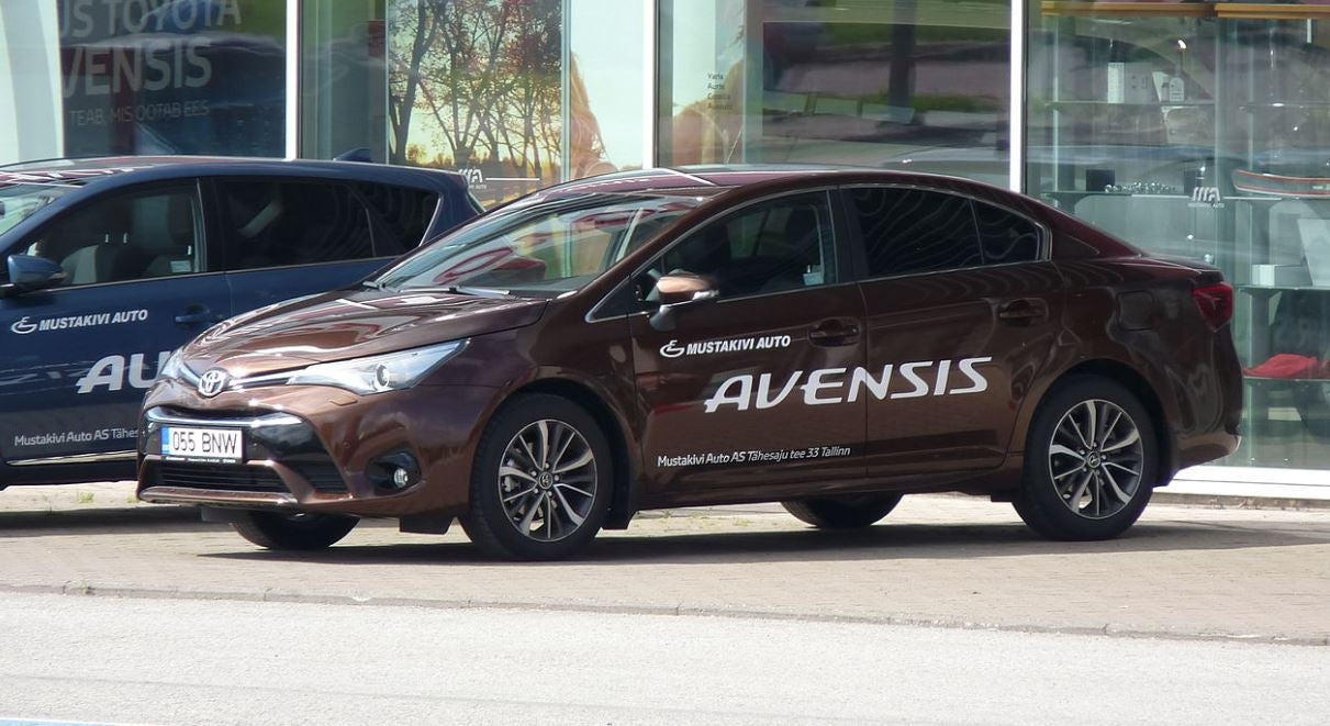 Toyota Avensis: lateral