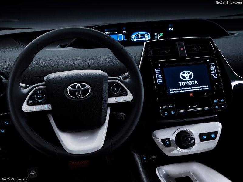 Toyota Prius 2016: interior