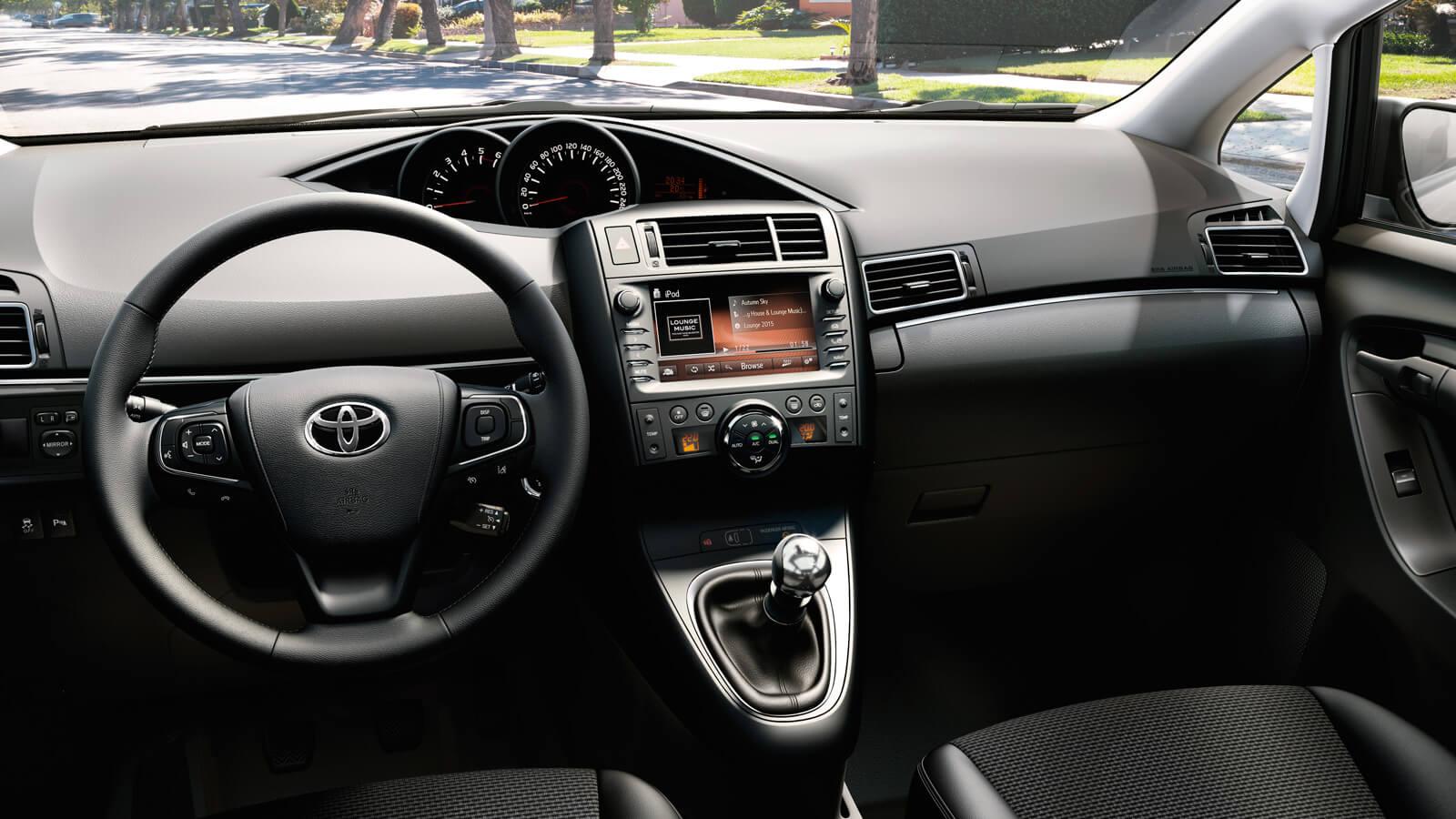 Toyota Verso: interior