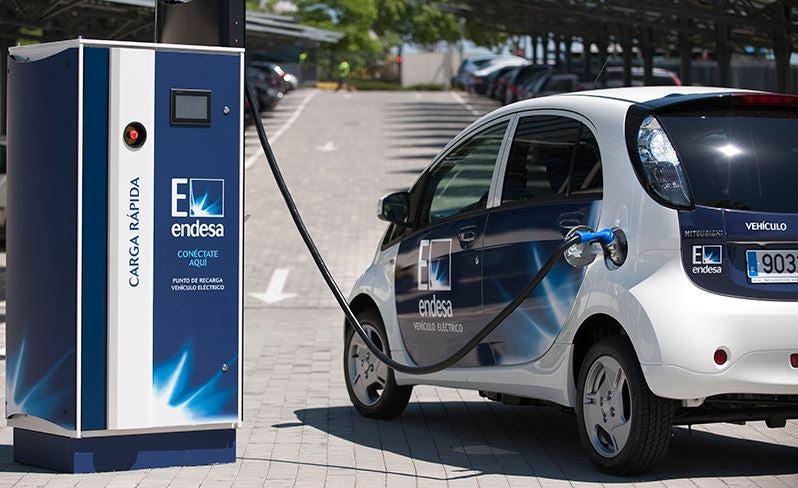 La venta de coches eléctricos se dispara en España
