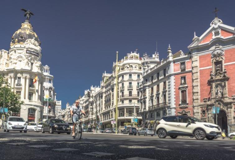7 buenos hábitos al conducir en la ciudad