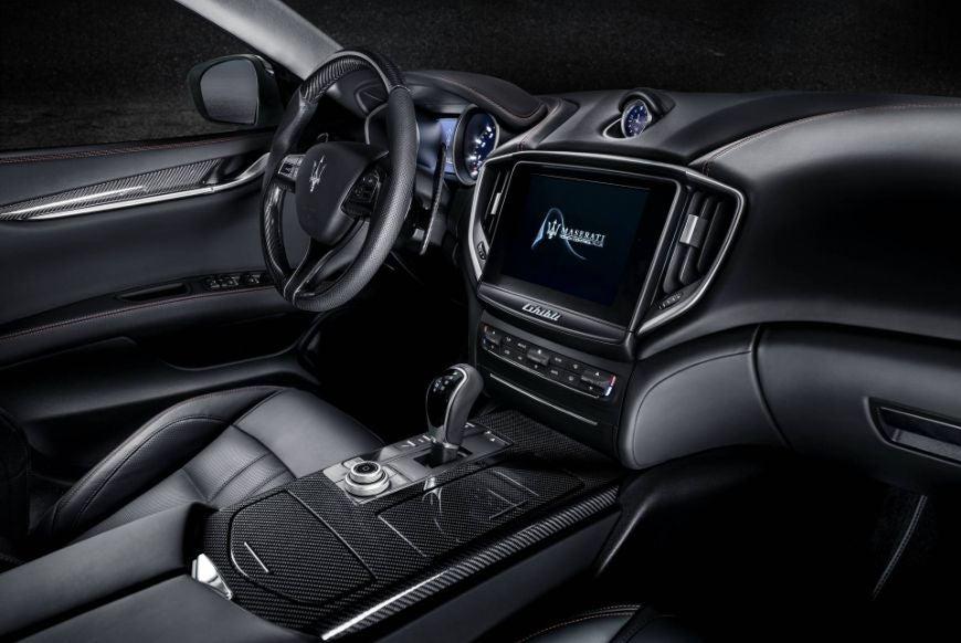 Maserati Ghibli: interior