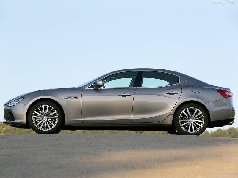 Maserati Ghibli: lateral