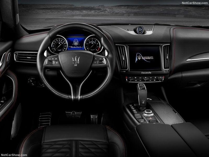 Maserati Levante Trofeo: interior