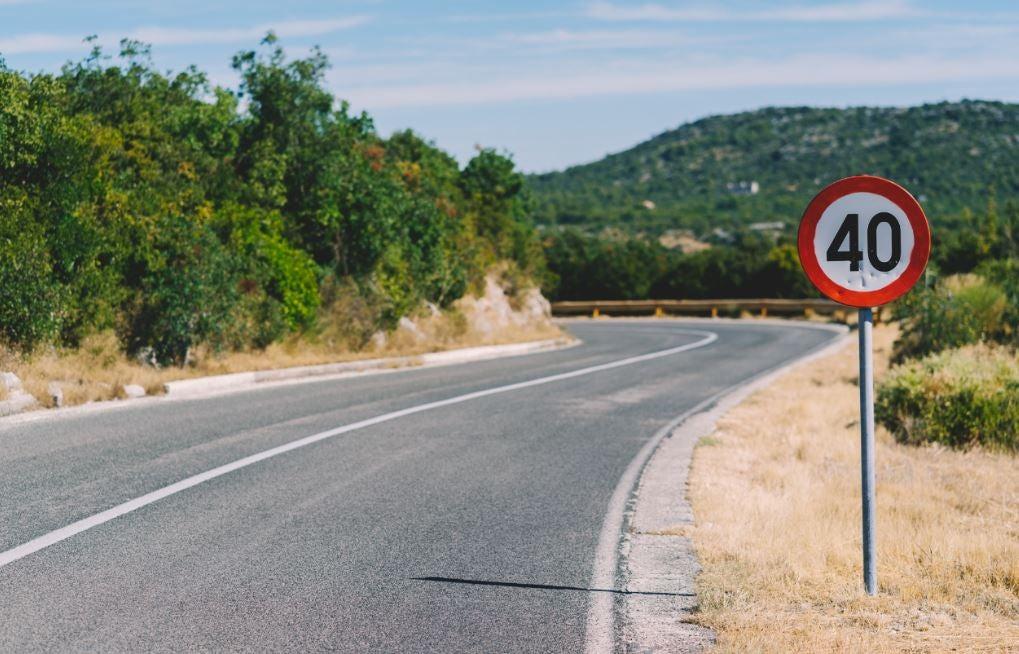 ¿Cuáles son las velocidades máximas según tipos de carreteras?