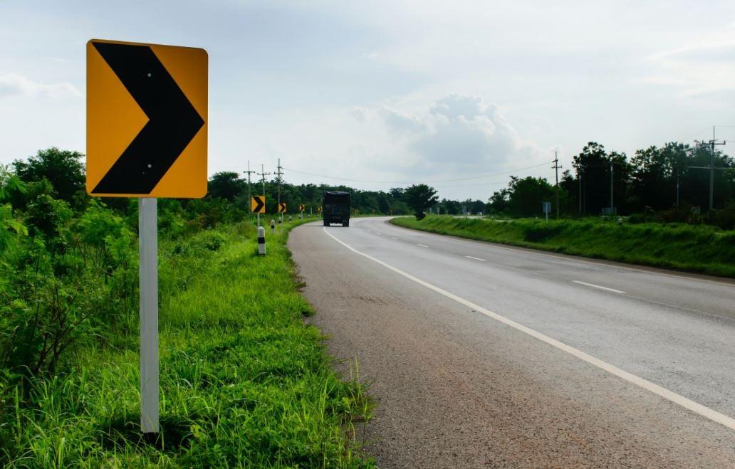 Señal de curva a la derecha.