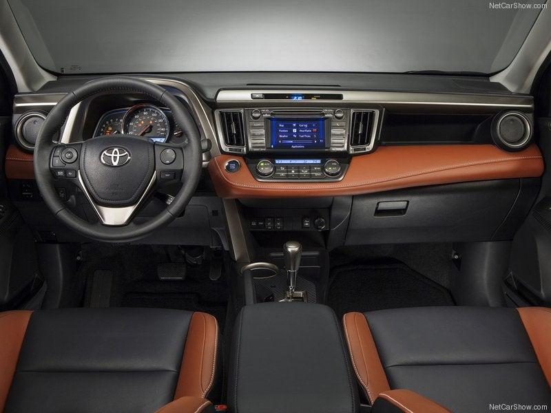 Toyota RAV4: interior