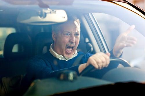¿Tienen los hombres una actitud más agresiva al volante?