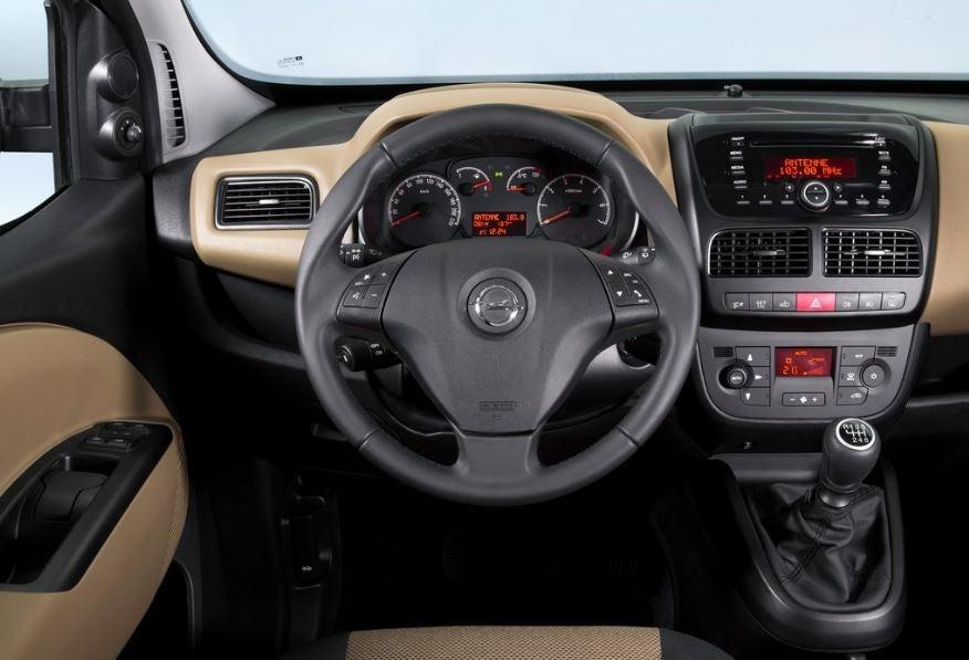 Imagen interior del Opel Combo.