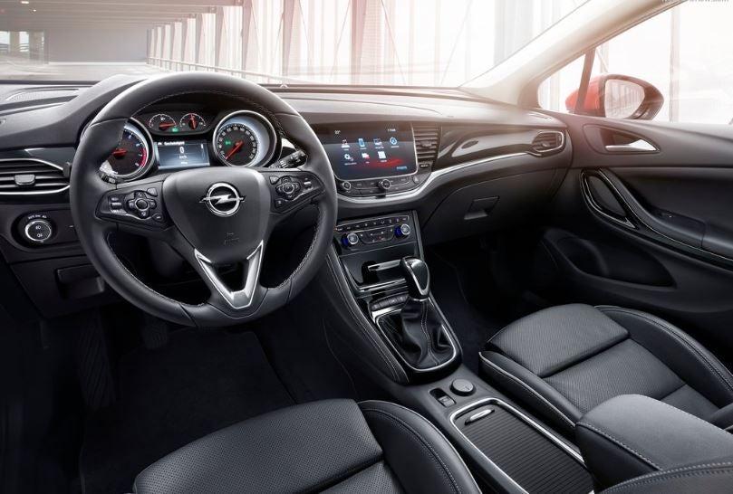 Interior del Opel Astra.