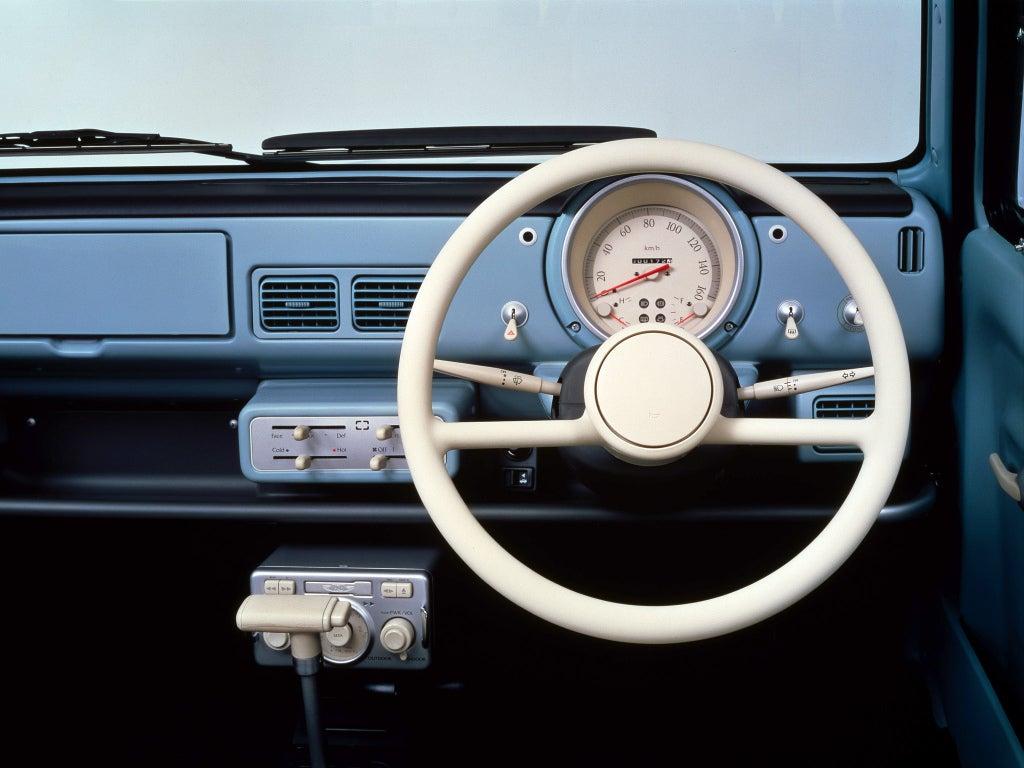 Nissan Pao: interior