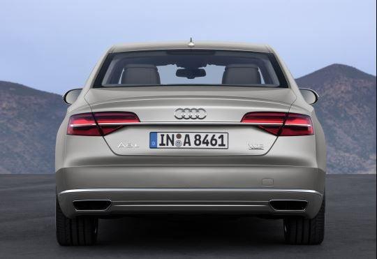 parte trasera del Audi L8.