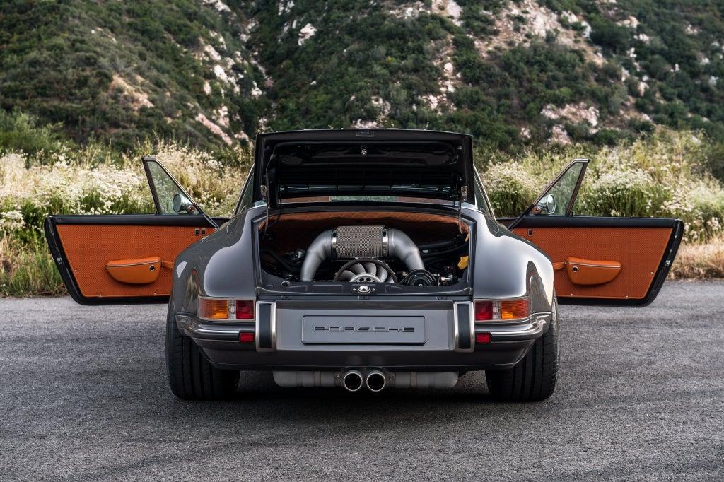 Porsche 911 by Singer: trasera
