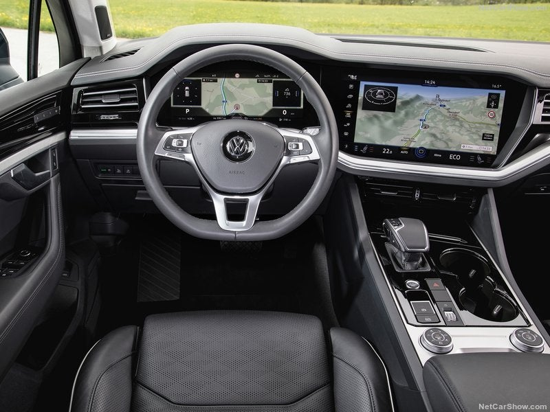 Volkswagen Touareg: interior