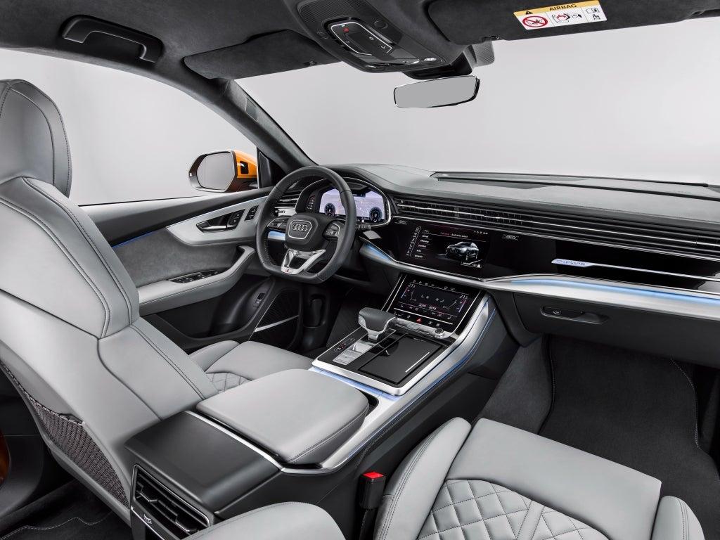 Audi Q8: interior
