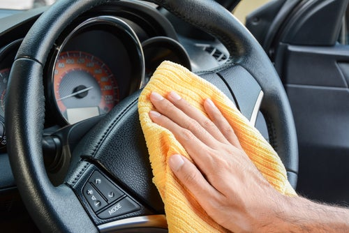 Cómo limpiar salpicadero de coche