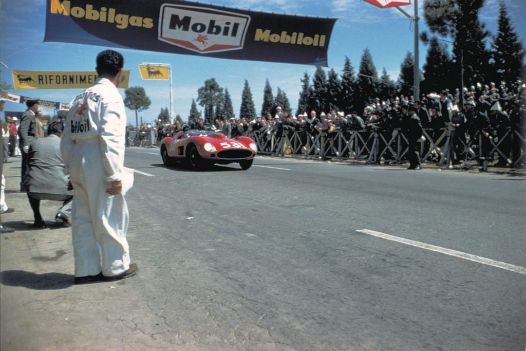 Mille Miglia, la carrera que se llevó por delante a Alfonso de Portago