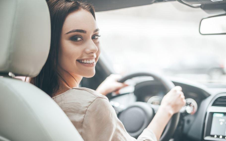 Las mujeres conducen mejor que los hombres
