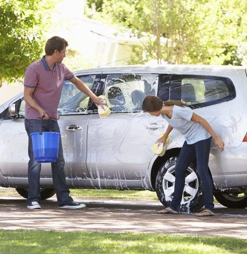 Lavar el coche a mano