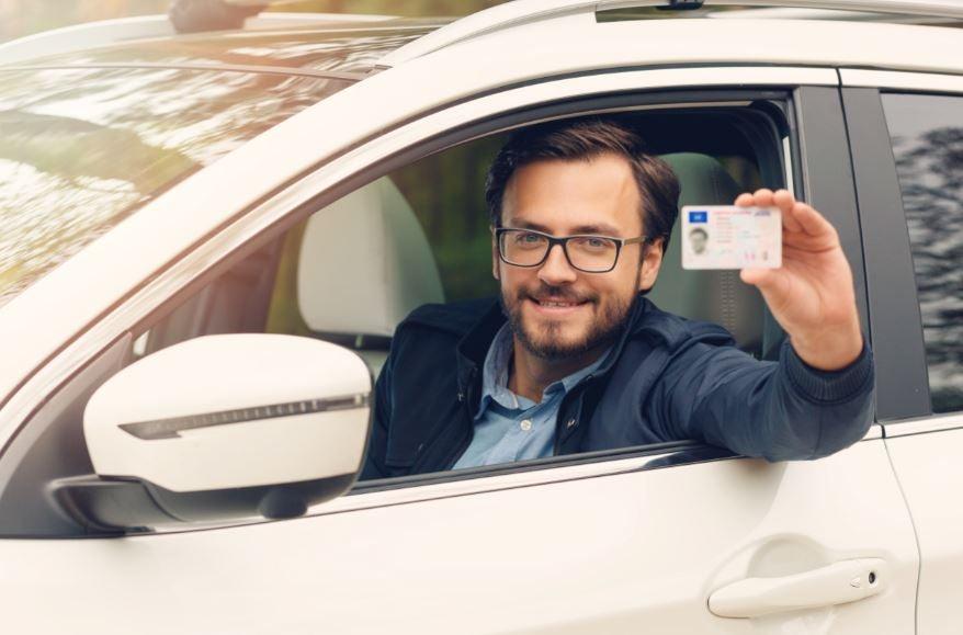 ¿Cada cuánto hay que renovar el carnet de conducir en España?