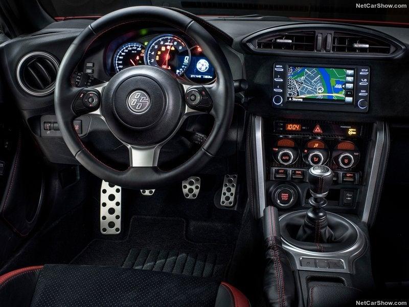 Toyota GT86: interior