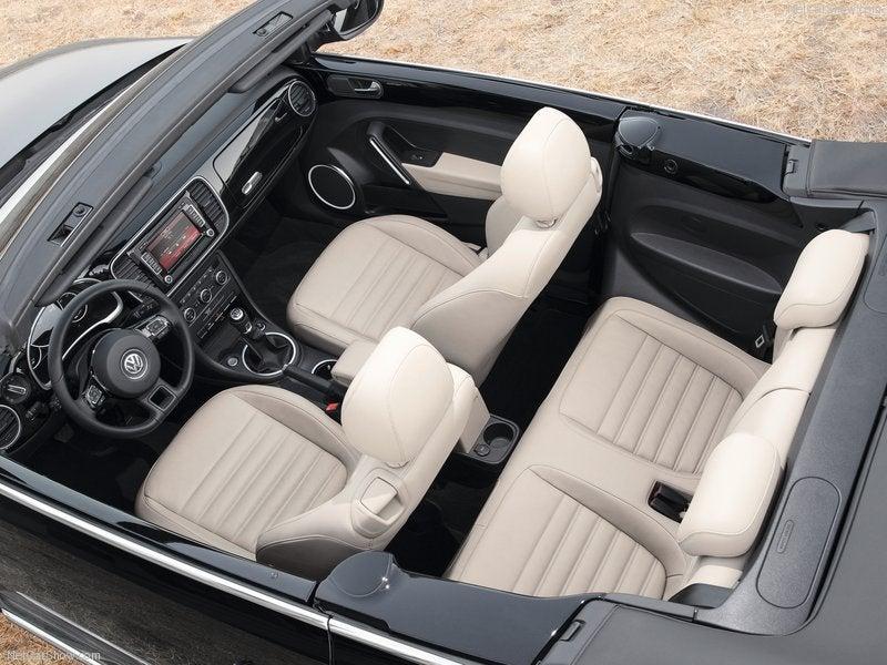 Volkswagen Beetle Cabrio: interior
