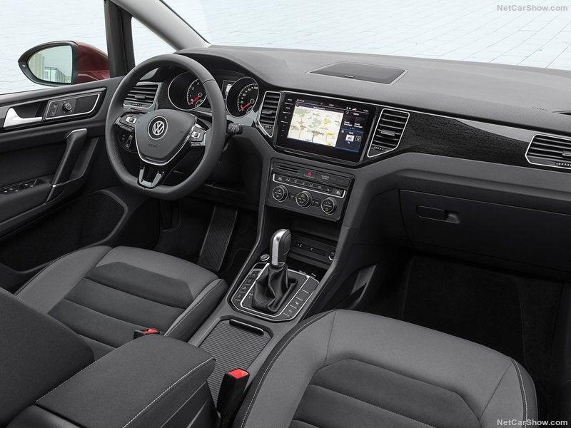Volkswagen Golf Sportsvan: interior