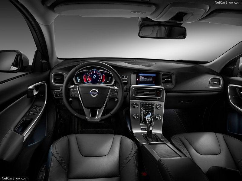 Volvo S60: interior