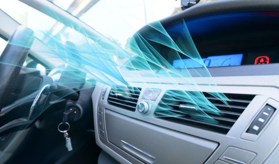 Cuidados del aire acondicionado en un coche.